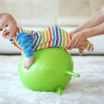 Физическое развитие ребенка в период младенчества