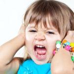 Почему ребенок капризничает и закатывает истерики?